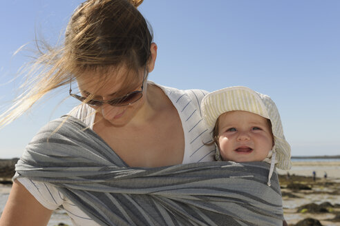 France, Bretagne, Landeda, Mother and baby boy on the beach - LA000134