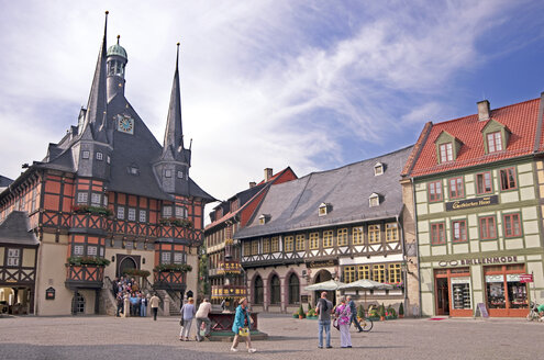 Germany, Saxony-Anhalt, Wernigerode, square with town hall - ALE000070