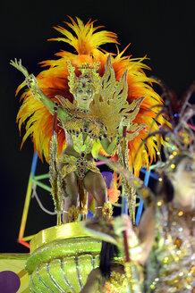 Brasil, Rio de Janeiro, Carnival, Samba dancer in costume - FLK000004