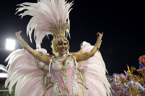 Brasil, Rio de Janeiro, Carnival, Samba dancer in costume - FLK000007