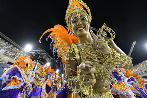 Brasil, Rio de Janeiro, Carnival, Samba dancer in costume - FLK000011