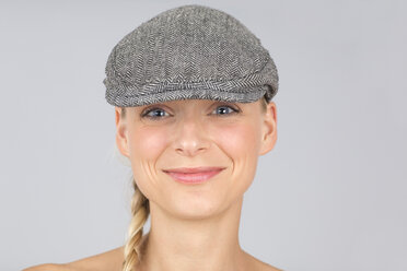 Young woman with hat - DRF000224