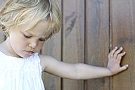 Denmark, Ringkoebing, sad little girl - JFE000203