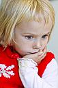 Germany, Schleswig-Holstein, Kiel, portrait of thoughtful little girl - JFEF000206