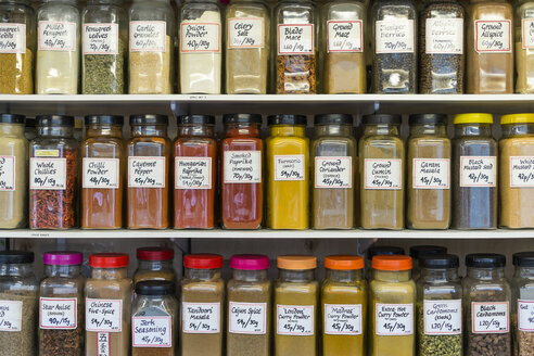 UK, Norwich, spices at market stall - EL000445