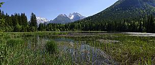 Germany, Bavaria, Ramsau, Taubensee with Watzmann and Hochkalter - LB000257