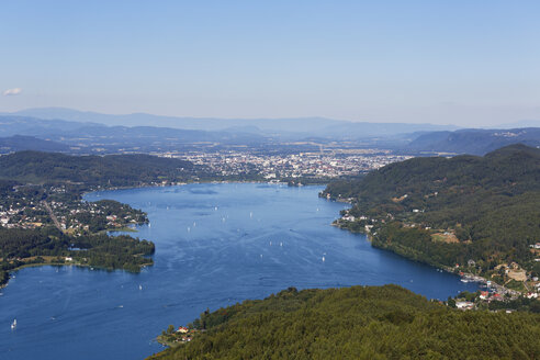 Austria, Carinthia, View form Pyramidenkogel to Woerthersee with Klagenfurt - SIE004476
