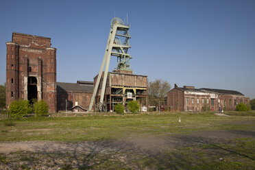 Germany, North Rhine Westphalia, Ruhr area, Herten, Hoheward tip, abandoned colliery Ewald with Malakow tower - WI000098