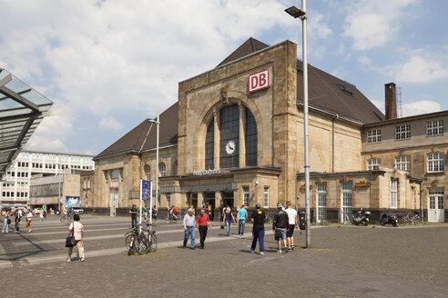 Germany, North Rhine Westphalia, Moenchengladbach, central station - WI000084