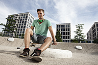 Germany, Bavaria, Munich, Young man with skateboard - RBF001380