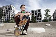Germany, Bavaria, Munich, Young man with skateboard - RBF001341
