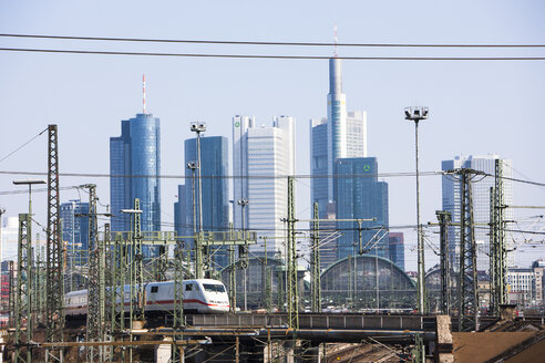 Germany, Hesse, Frankfurt, Train at central station with financial district in background - AM000923