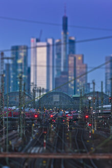 Germany, Hesse, Frankfurt, Tilt-shift view of central station with financial district in background - AM000927