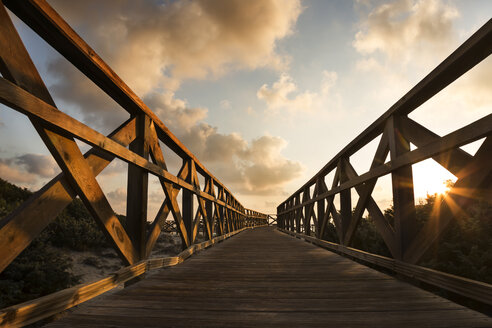 Spain, Mallorca, Can Picafort, Bay of Alcudia, boardwalk at beach during sunset - STB000074