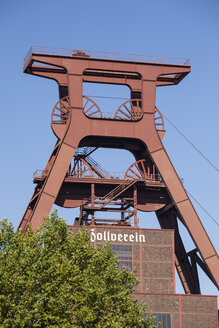 Germany, North Rhine-Westphalia, Essen, Zollverein Coal Mine Industrial Complex, headframe - WI000109