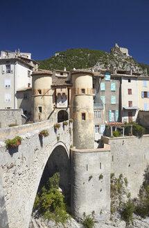 France, Alpes-de-Haute-Provence, Porte Royale in Entrevaux - DHL000095