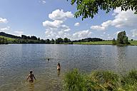 Germany, Bavaria, Swabia, children swimming at the Schwaltenweiher - LB000302