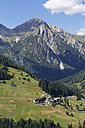 Austria, Carinthia, Carnic Alps, Lesachtal, village Xaverlberg, in the background Lienz Dolomites - SIEF004494