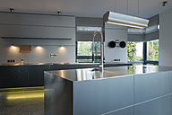 Kitchen in a modern villa - LA000198