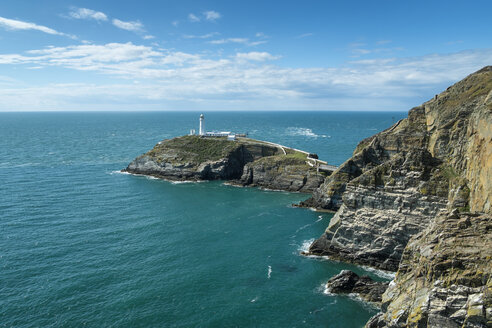 UK, Wales, Anglesey, Holy Island, cliff coast of South stack with lighthouse - ELF000533