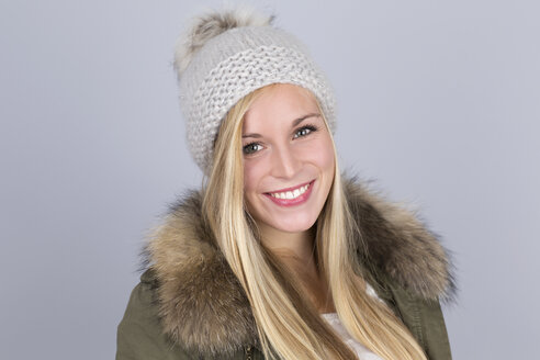 Portrait of young woman with bobble hat - DRF000251