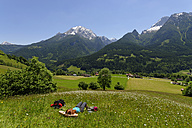 Germany, Bavaria, Berchtesgaden Alps, Ramsau, Watzmann, Hochkalter, hiker lying in alpine meadow - LB000386