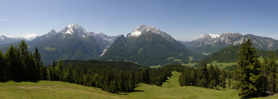 Germany, Bavaria, Berchtesgaden Alps, near Ramsau, View to Watzmann, Hochkalter, Reiter Alpe - LB000396