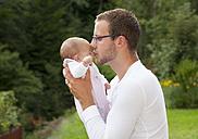 Father kissing his newborn - WW003234