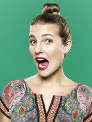 Portrait of astonished young woman, studio shot - STKF000406