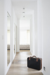 Germany, Cologne, Corridor with bed and suitcase - PDF000548