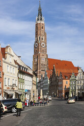 Germany, Bavaria, Landshut, St. Martin's Church in old town - AM000993