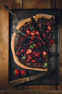 Pizza with berries with nutella and mint leaves - ECF000373