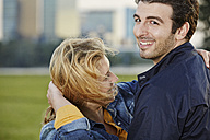 Germany, Dusseldorf, Young couple embracing - STKF000470