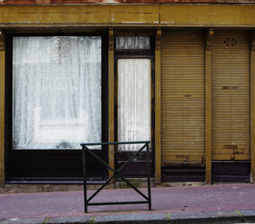 France, Normandy, Deauville, Abandoned shop window - TLF000720