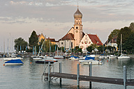 Germany, Bavaria, Lake Constance, Wasserburg, St George's Church with boats in harbour - SH000889