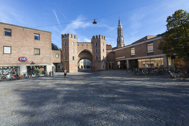 Germany, Bavaria, Landshut, city gate - AM001010