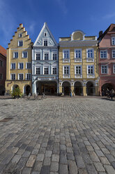 Germany, Bavaria, Landshut, old town, historic  buildings at pedestrian area - AM001015