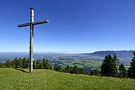 Germany, Bavaria, Summit cross on Blomberg - LHF000292