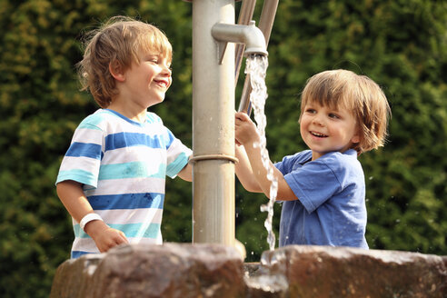 Two little boys playing with water pump - RDF001233