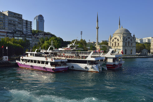 Turkey, Istanbul, Kabatas ferry terminal and Dolmabahce Mosque - ES000693