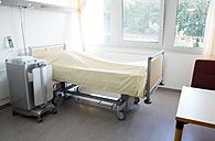 Germany, Freiburg, Empty hospital room - DHL000141
