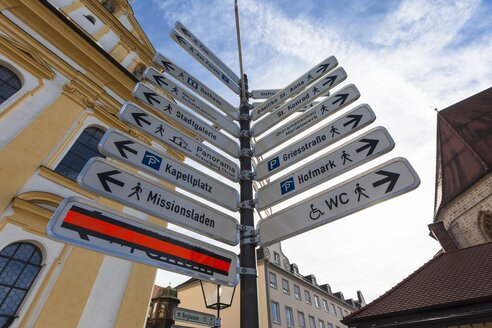 Germany, Bavaria, Altoetting, Kapellplatz, direction signs of places of interest - AMF001058