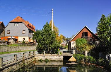 Germany, Saxony, Hinterhermsdorf, Houses at a pond - BT000209