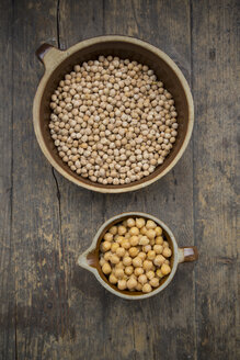 Chickpeas in pot on wooden table - LVF000290