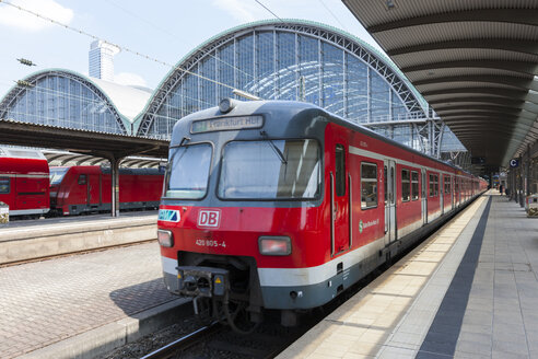 Germany, Hesse, Frankfurt, local train departing station - AM001096