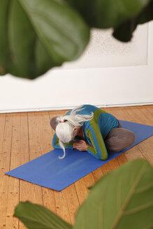 Germany, Dusseldorf, Senior woman practicing yoga - UKF000245