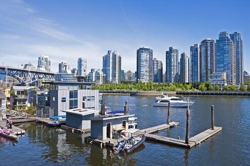 Canada, British Columbia, Vancouver, View from Granville Island - UM000660