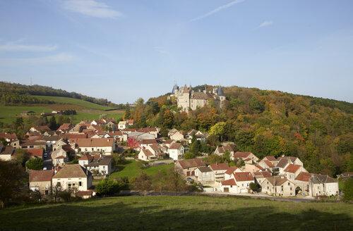France, Cote-d'Or, Burgund, La Rochepot with Chateau de la Rochepot - DHL000169