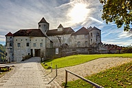 Germany, Bavaria, Burghausen, View of castle complex - AM001153