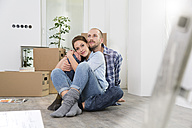 Young couple enjoying new home - FKF000329